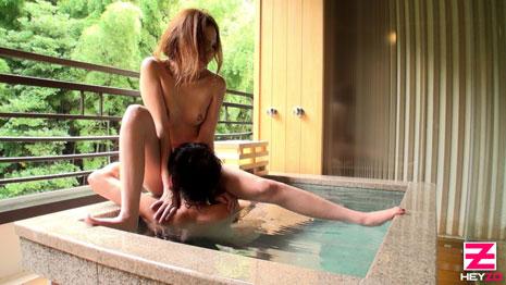 温泉でクンニリングスをされる蒼井愛