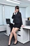 スーツ姿の長谷川夏樹