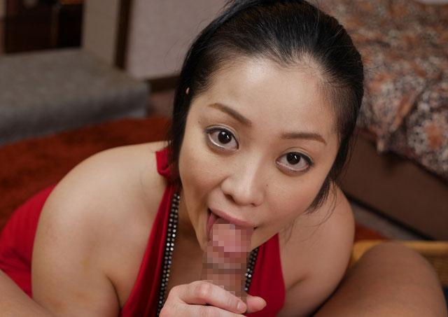 フェラチオをする小向美奈子