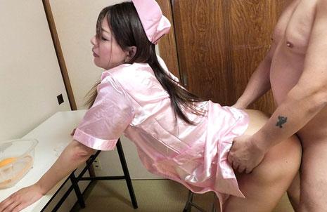 ナース服を着てバックエッチをする松田朋美
