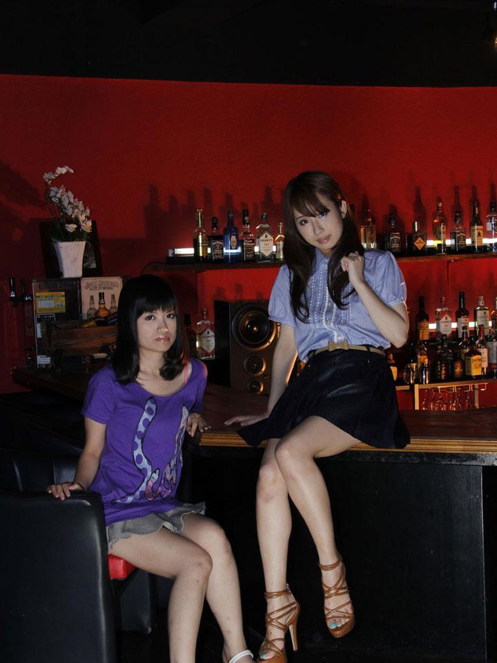 美咲結衣(右)、酒井はな(左)