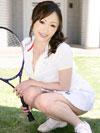 テニスウェア姿の美山蘭子