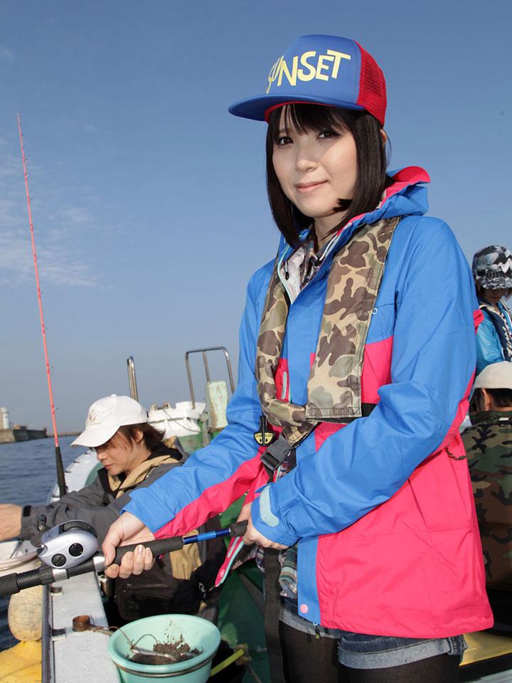 釣りをする桜瀬奈