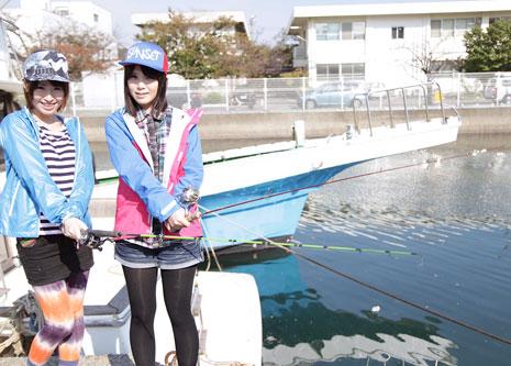 釣りをする楓乃々花、桜瀬奈